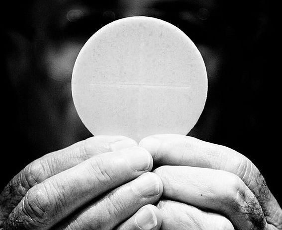 Homilia: Aby świat uwierzył. Uroczystość Najświętszego Ciała i Krwi Chrystusa (Poznań, Plac Katedralny – 15.6.2017)