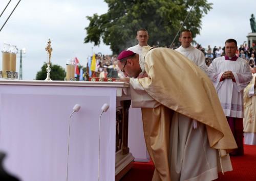 Prymas Polski do papieża: potrzebujemy twojej Piotrowej posługi