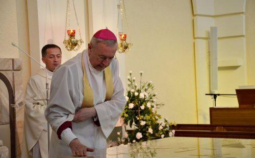 Abp Gądecki poświęcił ołtarz u poznańskich misjonarzy oblatów