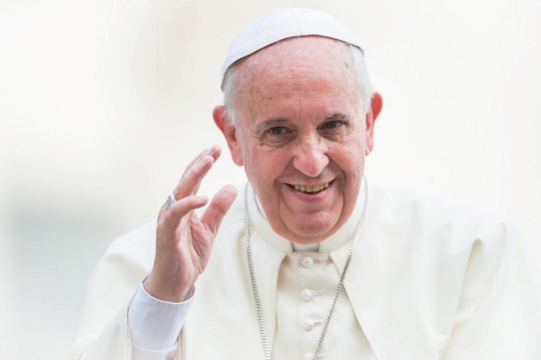 https://episkopat.pl/wp-content/uploads/2017/08/Pope-Francis-papie%C5%BC-Ojciec-%C5%9Awiety-fot.-Mazur-Large-1068x711.jpg