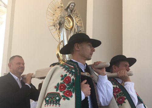 """Monstrancja """"Niewiasta Eucharystii"""" ofiarowana Fatimie jako wotum Polaków"""
