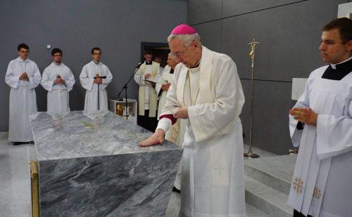 Poznań: abp Gądecki poświęcił kościół pw. św. Jana Pawła II