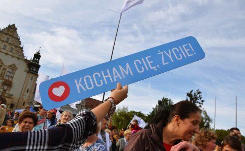 Ulicami Poznania przeszedł Marsz dla Życia