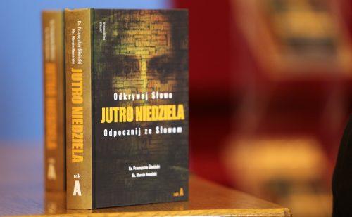 """Książka """"Jutro Niedziela"""" pod patronatem Przewodniczącego Episkopatu"""