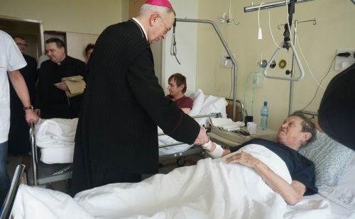 Przewodniczący Episkopatu w Światowy Dzień Chorego: Każde cierpienie woła o pomoc