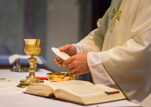 Pszenica jest cicha gdy się ją miele. Msza święta Wieczerzy Pańskiej (Katedra Poznańska – 9.04.2020).