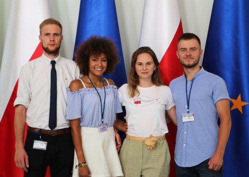 (Polski) III Kongres Młodzieży Polonijnej rozpocznie cykl spotkań online