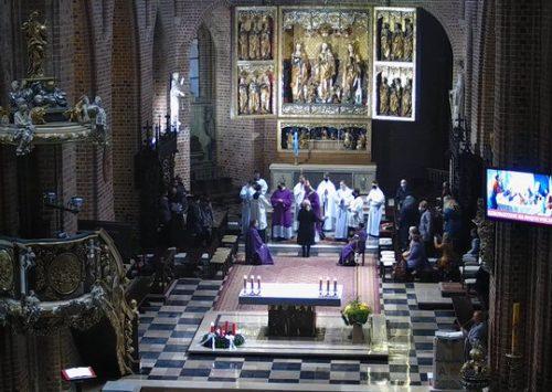 Żniwo wprawdzie wielkie, ale robotników mało. Przekazanie misji nowym katechistom (Katedra Poznańska – 5.12.2020).