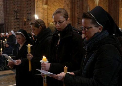 Zgromadzeni na Świętej Wieczerzy. Dzień życia konsekrowanego (Katedra Poznańska – 2.02.2021).
