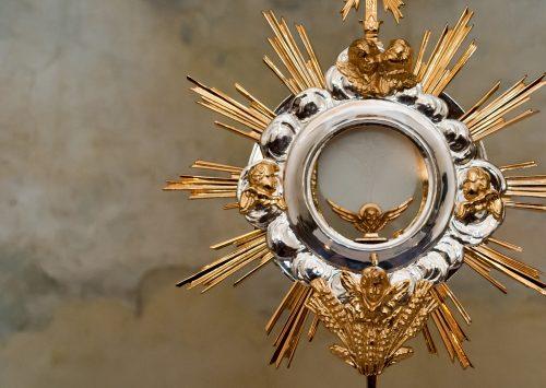 Wieczerza przełamuje samotność. Uroczystość Najświętszego Ciała i Krwi Chrystusa (Poznań, Plac katedralny – 3.06.2021)